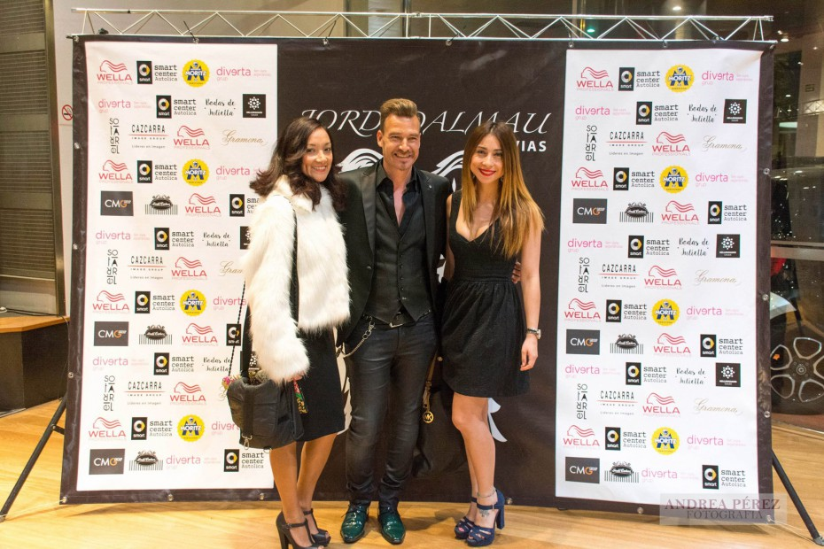 Jordi Dalmau junto a Dianis Calahorrano y Gabby Rucci de OURGLAM