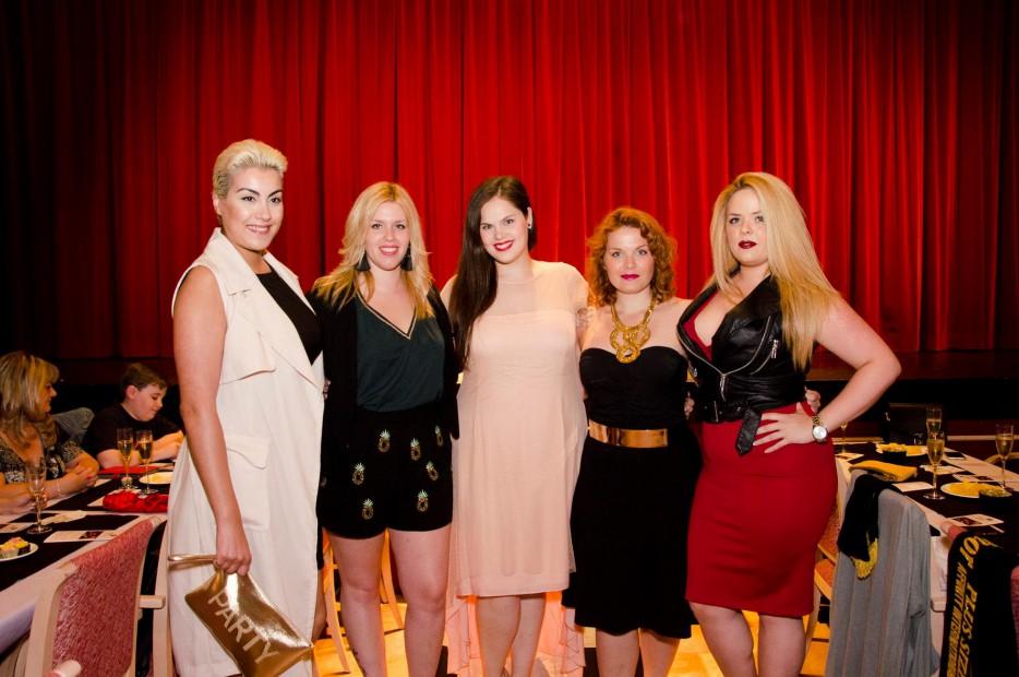 Modelos curvy, bloggers, y ex Misses Plus Size en el evento.